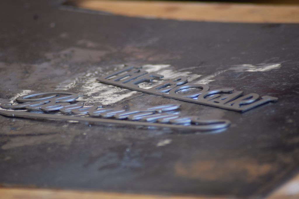 dettaglio espositore Borsalino in ferro tagliato al laser