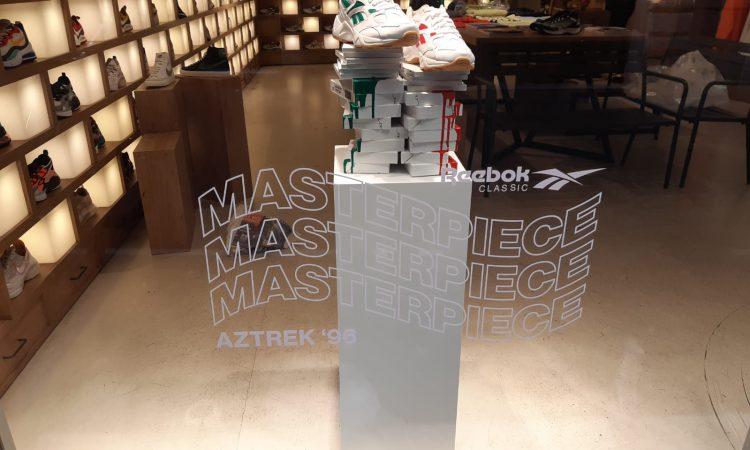 Espositore per sneaker in MDF laccato